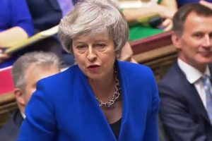 Theresa May supera la moción de censura y seguirá al frente del Reino Unido