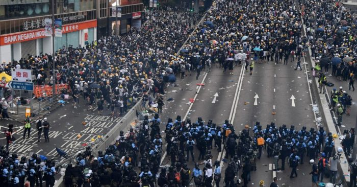 Multitudinarias protestas en Hong Kong
